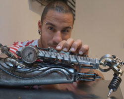 Badass Tattoo Artist Who Lost His Arm Turns Prosthesis Into Tattoo Machine